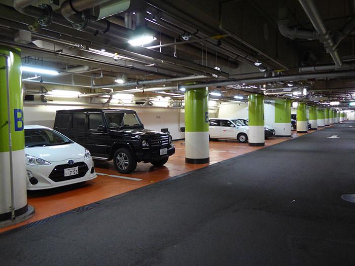大阪駅前第1ビル地下駐車場の風景