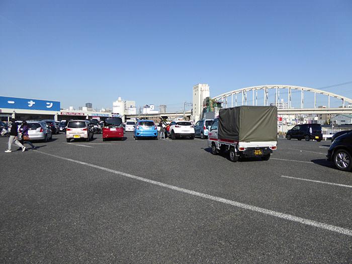 タイムズコーナン西九条春日出店の平面駐車場